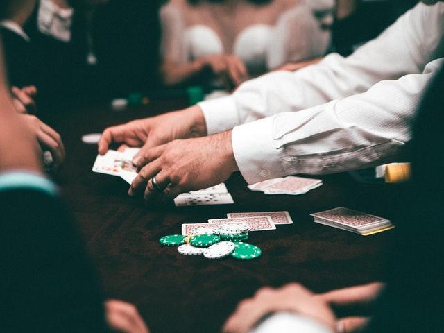كيف ومن يمكنك المقامرة في الشرق الأوسط؟
